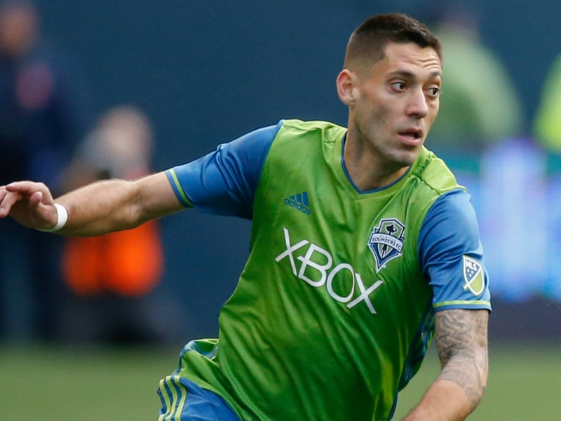 Seattle Sounders 2 Vancouver Whitecaps 0 (2-0 agg): Dempsey brace sends champs through