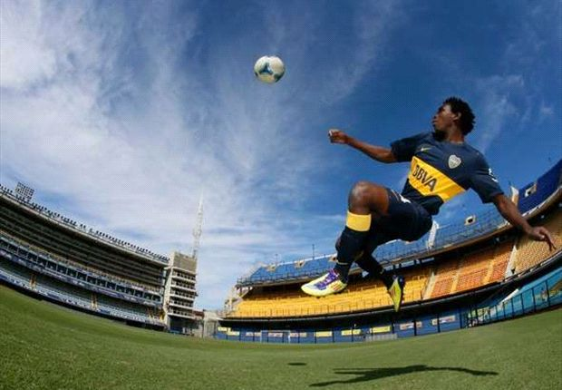 Bayan Mahmud plays for Boca Juniors