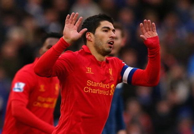 Rodgers stands firm as Suarez arrives for Liverpool crunch talks