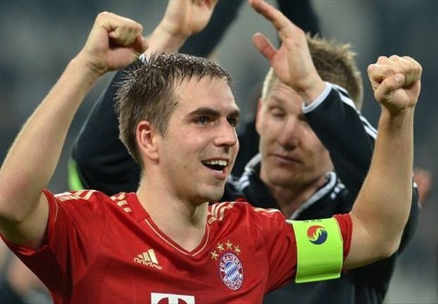 Xavi: Lahm can be a top midfielder