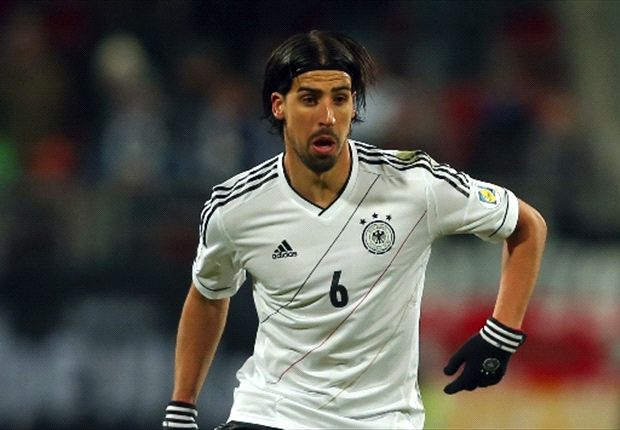 Khedira confirms Manchester United bid
