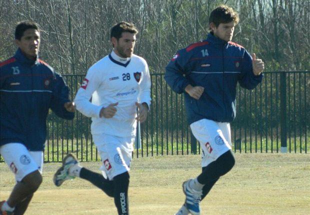 Ignacio Piatti corre a la par de sus compañeros en la pretemporada que realiza San Lorenzo en Los Cardales.