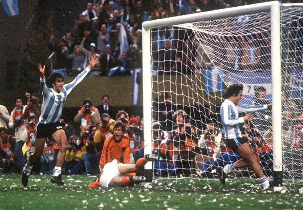 """Kempes: """"Cruijff was beter dan Maradona"""""""