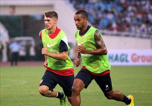 Aaron Ramsey (l.) und Theo Walcott sollen beide in der kommenden Saison für die Gunners spielen