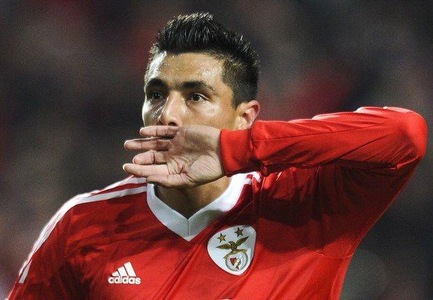 """Cardozo: """"Mi cabeza está lejos de Benfica"""""""