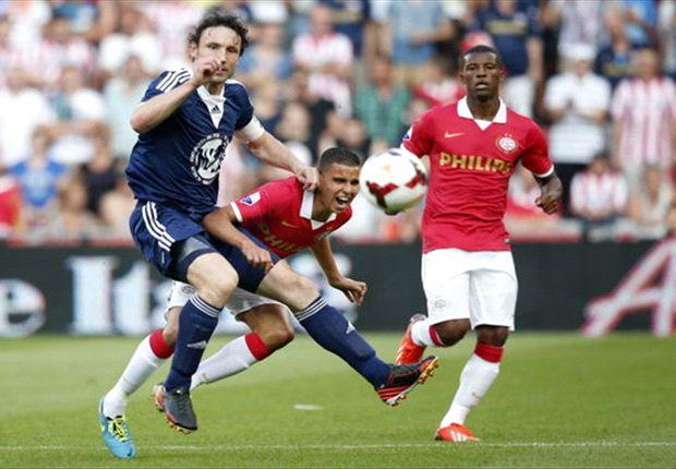 V. Bommel twijfelt tussen PSV en Milan