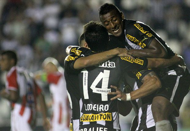 Lodeiro celebra uno de los goles del nuevo puntero del campeonato