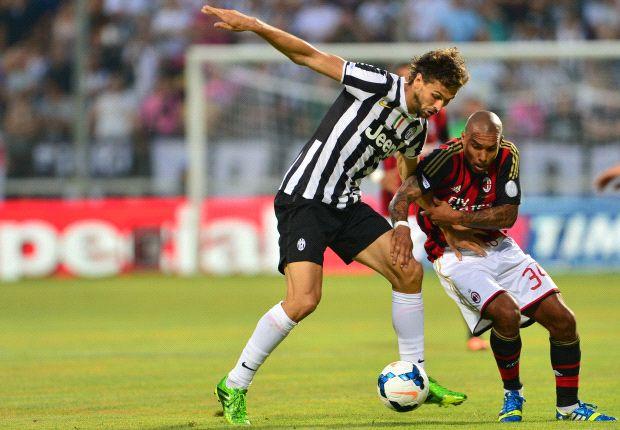 Juventus-Neuzugang Fernando Llorente im Zweikampf mit Milans Nigel De Jong