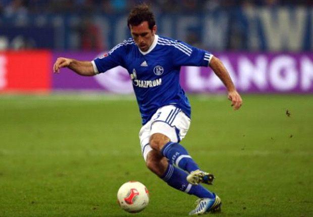 Knieprobleme: Christian Fuchs muss gegen die Bayern passen