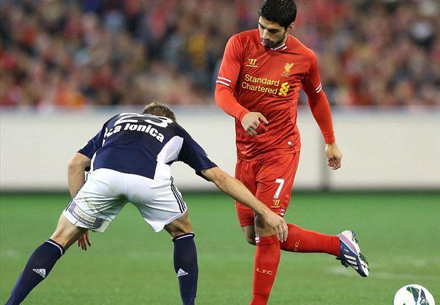 Suarez volvió a jugar con el Liverpool en su victoria en Australia.