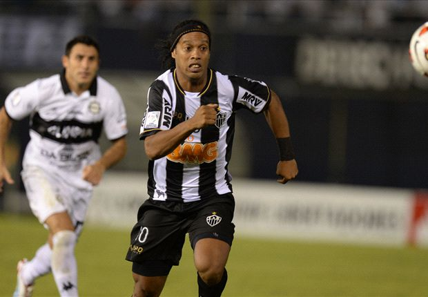 Besiktas want Ronaldinho, confirms Bilic