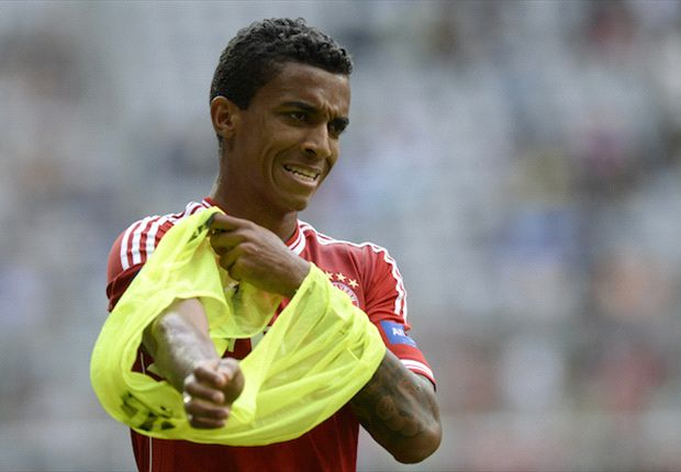 Luiz Gustavo open to Arsenal move