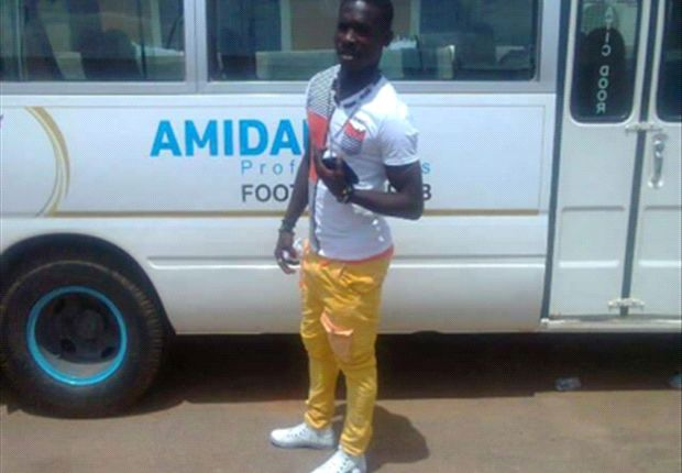 Selasi Adjei leaves Amidaus to Hearts
