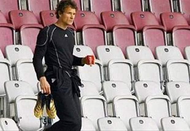 Jens Lehmann: Borussia Dortmund's Roman Weidenfeller is better than Bayern Munich's Manuel Neuer