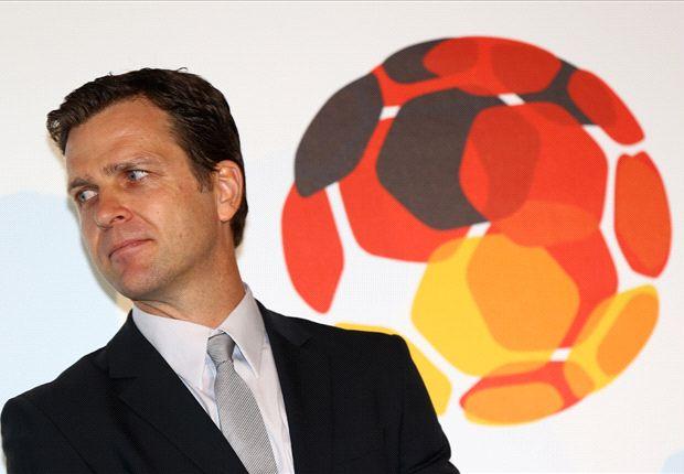 DFB-Manager Oliver Bierhoff rät Stefan Kießling sich weiteraufzudrängen