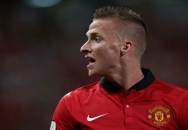 Alexander Buttner wants to stay at Manchester United