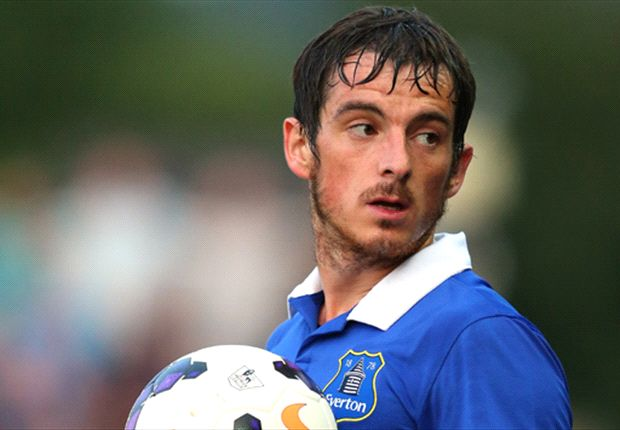 Everton not forced to sell Baines, says Martinez