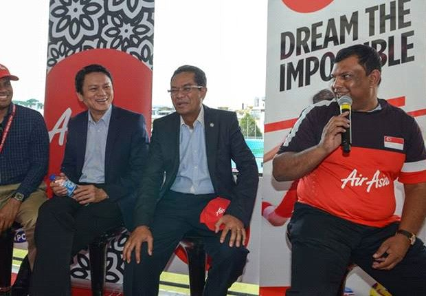 The FAS president (centre) wants players to study foreign contracts carefully (Photo:FAS)