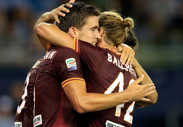 Strootman festeggia il goal con la nuova maglia della Roma