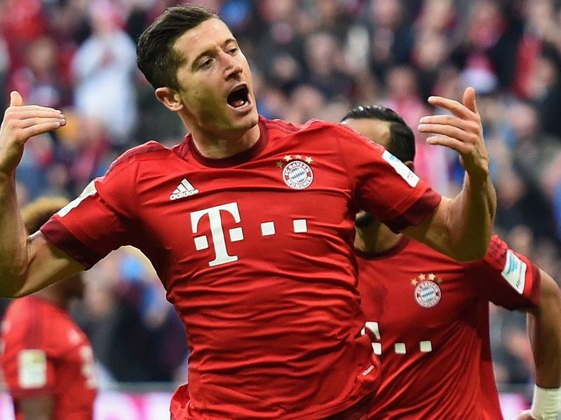 Bayern Monaco-Schalke 3-0: Lewandowski e Vidal, fuga bavarese