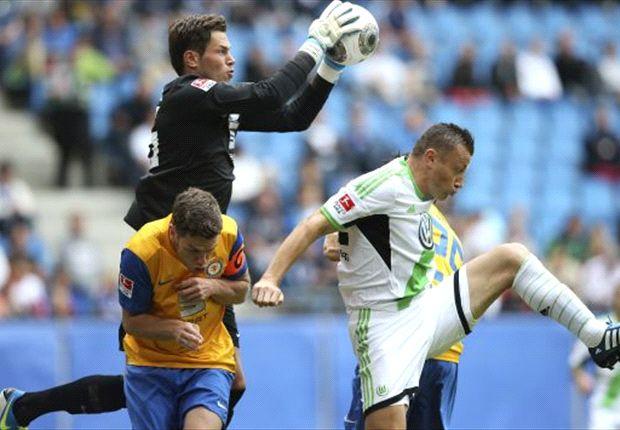 Nordcup 2013: Daniel Davari im Einsatz gegen Ivica Olic