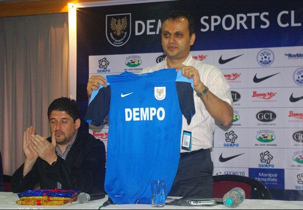 Dempo SC coach Arthur Papas and chairman Shrinivas Dempo (right)