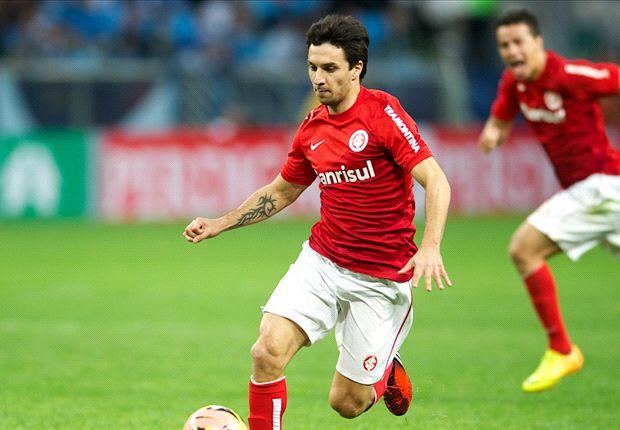Scocco quiere continuidad, pero Inter de Porto Alegre sólo lo deja ir si aparece un club que lo compre