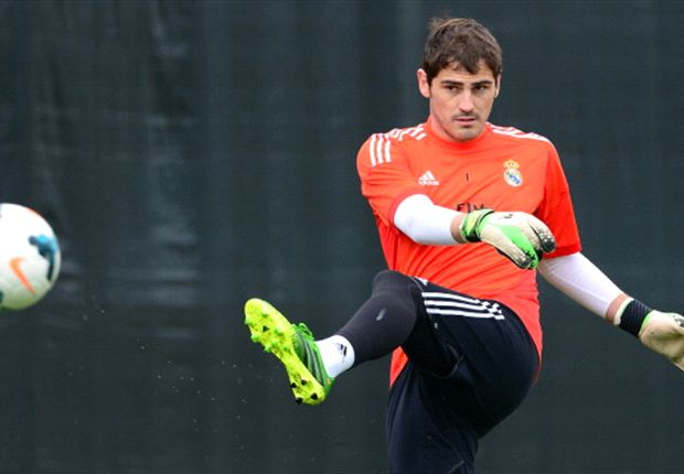 Casillas' Spain place not in danger, says Del Bosque
