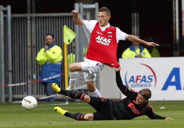 AZ Alkmaar membungkam juara bertahan Ajax Amsterdam 3-2.