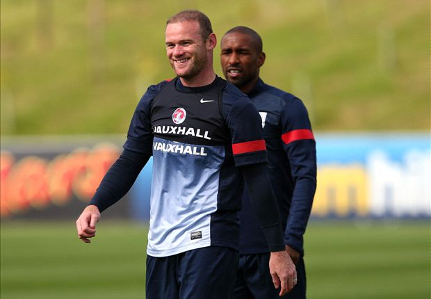 Neville: United would be mad to sell Rooney