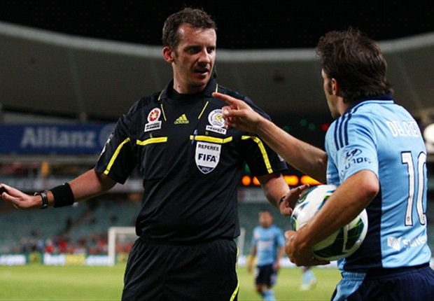 Alessandro Del Piero argues with referee Peter Green