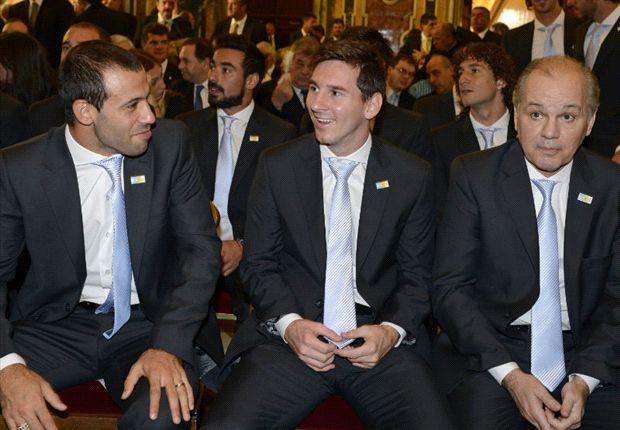 ماسچرانو:مسی برای خوشبختی، به توپ طلا احتیاجی ندارد