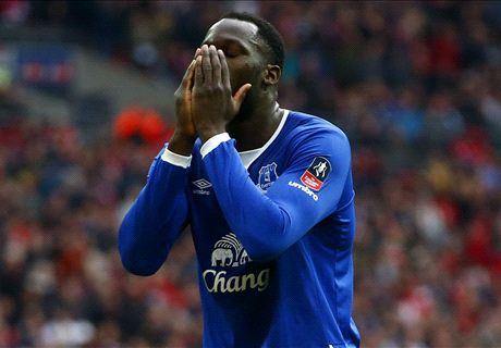 Everton fans boo Lukaku at boxing