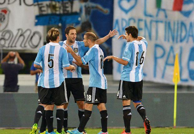 Argentina derrotó a Italia por 2-1