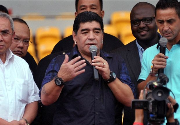 Maradona: I hope Barcelona doesn't turn Neymar into a bodybuilder