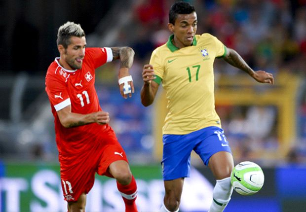 Arsenal targets Julio Cesar & Luiz Gustavo still waiting for futures to be resolved