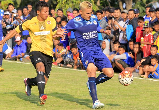 Arema Cronus mengalahkan Persekam Metro FC dalam pertandingan uji coba