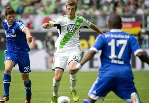 Steht vor einer rosigen Zukunft in Wolfsburg: Robin Knoche, hier im Duell mit Huntelaar