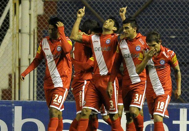 Todo Argentinos festeja el gol de Barraza, el primero del Bicho