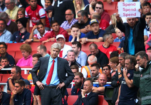 Wenger shrugs off Arsenal sack talk