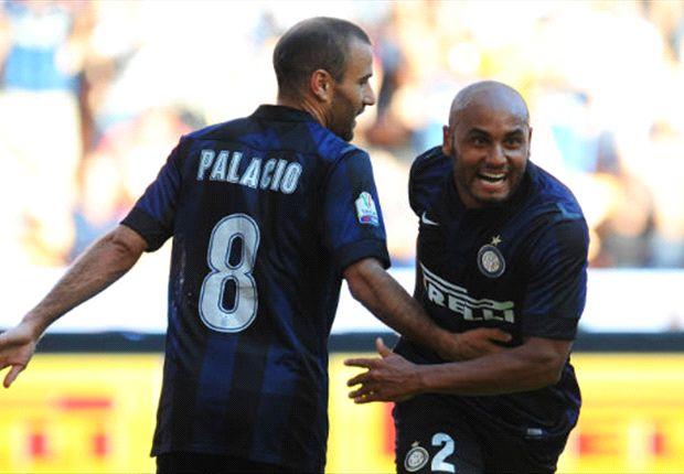 Palacio y Jonathan celebran el primer gol.