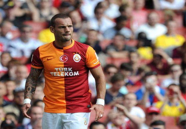 Sneijder speelt ondanks koorts negentig minuten