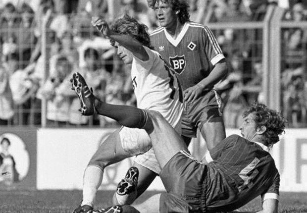 HSV-Legende Ditmar Jakobs (am Boden) war noch nie zimperlich