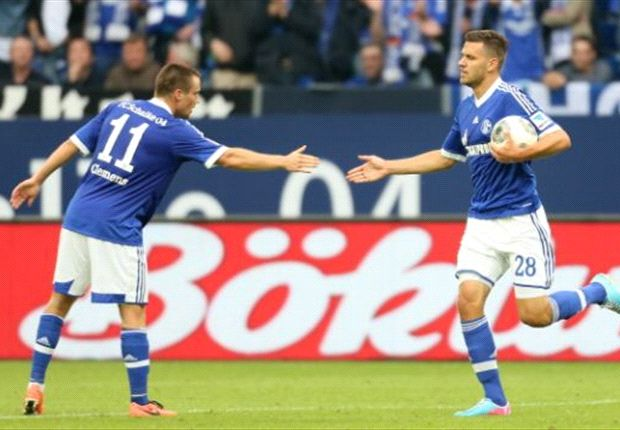 Möchte wieder jubeln: Schalkes Stürmer Adam Szalai (r.)