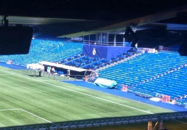 Decoraciones en el Estadio Santiago Bernabéu de este viernes