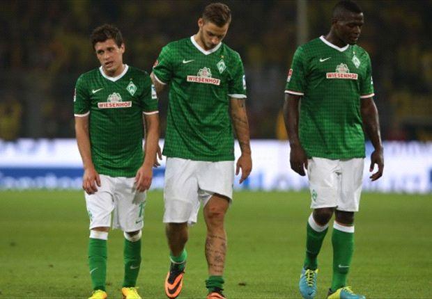 Die Spieler von Werder Bremen gehen nach dem 0:1 bei Borussia Dortmund vom Platz
