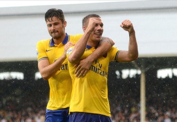 Lukas Podolski convirtió dos goles para el triunfo de Arsenal.
