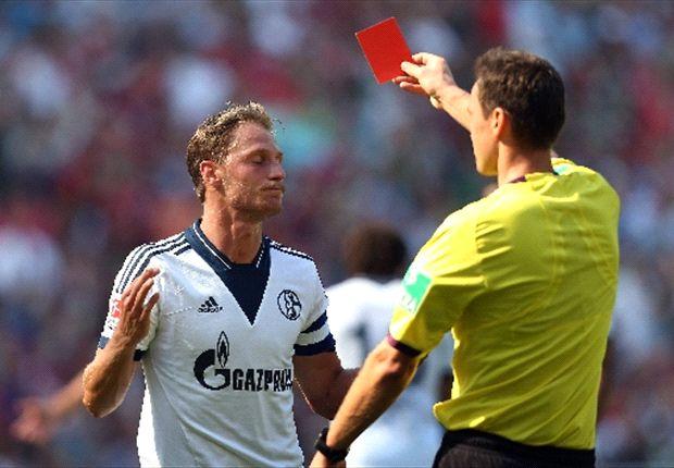 Im Hinspiel musste Benedikt Höwedes vorzeitig vom Feld