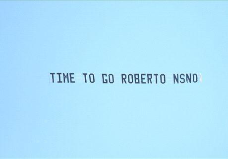 Everton fans urge Martinez to quit