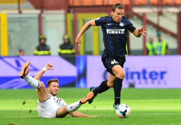 Inter cuestionó a Sabella la citación de Hugo Campagnaro.